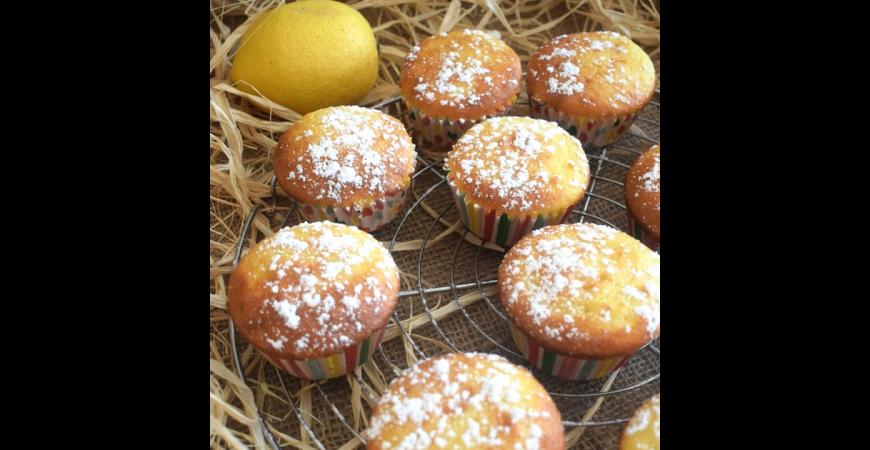 Petits cakes citronnés aux petits suisses, coeur à la confiture